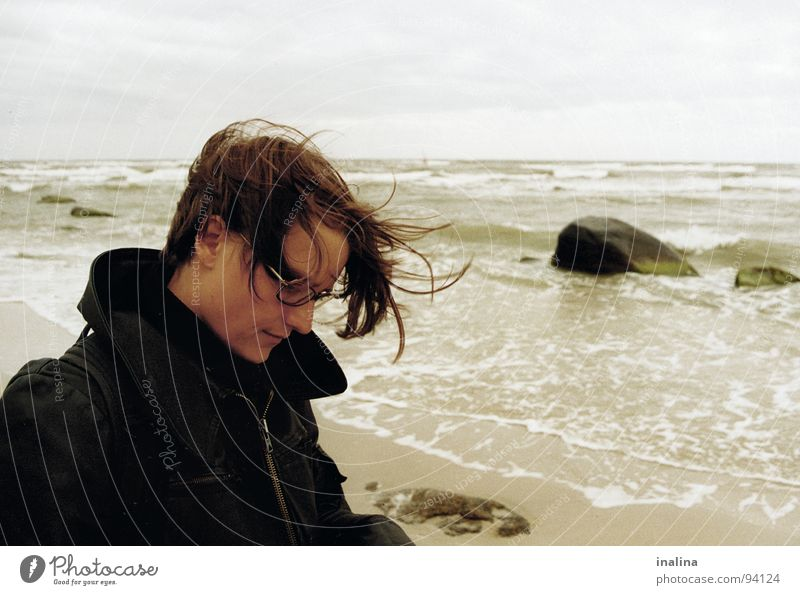Windstoß auf Rügen Mensch Wasser Strand Wolken Haare & Frisuren Stein Sand Wellen Küste Wind Brille Rügen