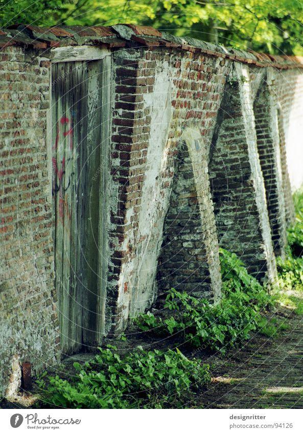 gemeinsam schön Stein Mauer verrückt fallen festhalten Gewicht edel Säule tragen Strebe abstützen Zusammenbruch