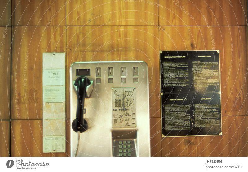 fernsprecher #01 Holz braun offen Telekommunikation Telefon Österreich Wien old-school Holzmehl Design Emotiondesign Münztelefon