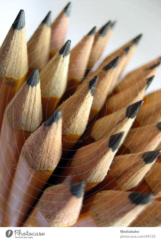 spitze(n) Mitarbeiter Farbe gelb Holz Kunst Arbeit & Erwerbstätigkeit mehrere Spitze Kreativität streichen Bild zeichnen Schreibtisch Schreibstift Anhäufung