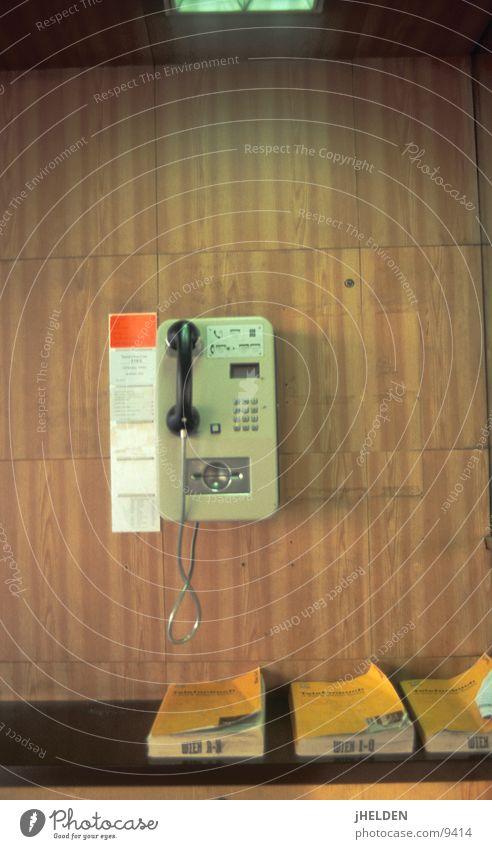 Fernsprecher #02 Holz braun Telefon offen Telekommunikation Österreich Wien old-school Holzmehl Emotiondesign Münztelefon