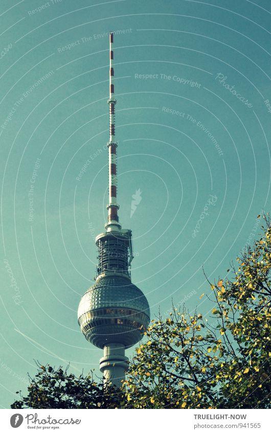 Hieb- und stichfest | Kugelspitz ziemlich bekannt blau Stadt grün weiß rot Metall elegant Glas groß ästhetisch Beton Zukunft Telekommunikation Turm Zeichen dünn
