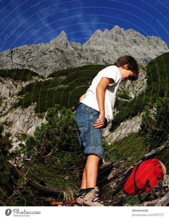 auf da oim Mensch Himmel blau grün Berge u. Gebirge Stein Schuhe wandern Pause Bergsteiger