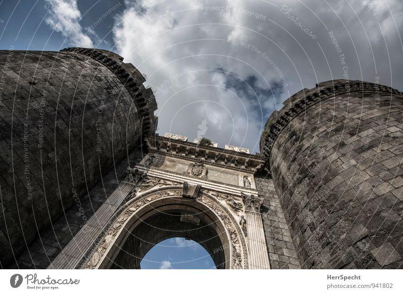 Porta Capuana Himmel Wolken Schönes Wetter Neapel Italien Stadt Altstadt Turm Tor Bauwerk Mauer Wand alt ästhetisch außergewöhnlich groß grau Stadttor Portal