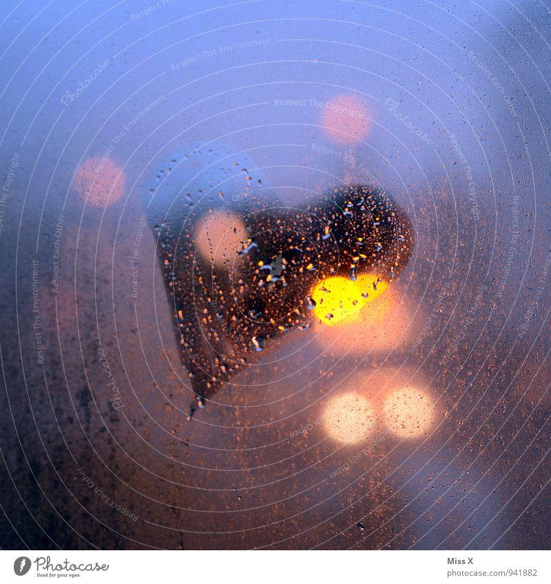 Licht und Schatten und Liebe Wasser Wassertropfen schlechtes Wetter Nebel Regen Fenster Zeichen Herz leuchten Gefühle Stimmung Verliebtheit Romantik