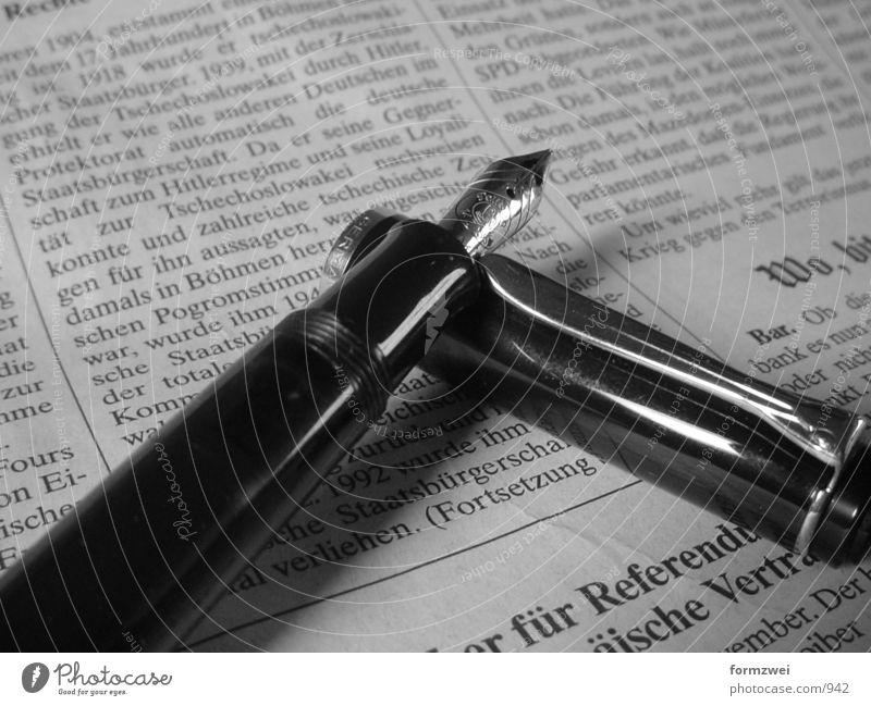 Füller der 2.te high resolution Business Zeitung Dinge Schwarzweißfoto Medien Füllfederhalter