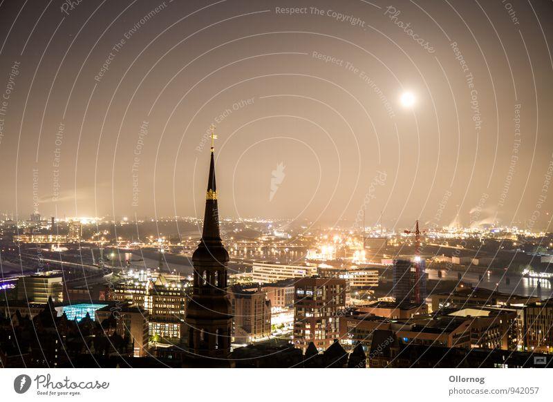 Hamburg bei Nacht Hafenstadt Stadtzentrum Kirche Bauwerk Gebäude Sehenswürdigkeit Wahrzeichen Denkmal Horizont Außenaufnahme Menschenleer Textfreiraum links