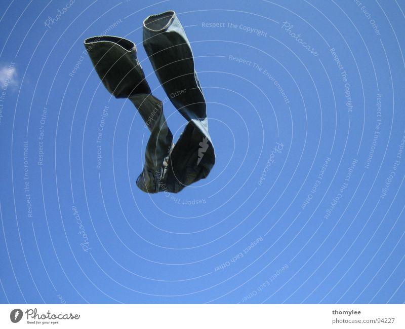 flying denim Sommer Leichtigkeit Unbeschwertheit Hose Schwerelosigkeit Blaues Wunder Bekleidung blauer Himmel mit Wolke