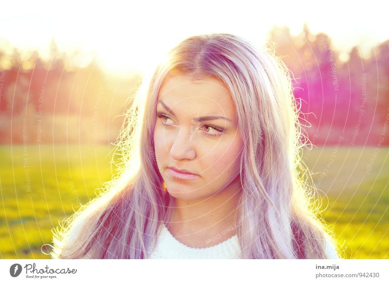 lilahaarig Mensch Frau Jugendliche schön Junge Frau 18-30 Jahre Gesicht Erwachsene Leben feminin Haare & Frisuren glänzend Zufriedenheit nachdenklich leuchten