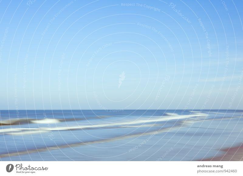 Bewegung Himmel blau Wasser Meer Strand Ferne Umwelt Leben Küste Stil Freiheit Horizont träumen Freizeit & Hobby Wellen