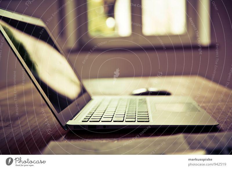 neourban hipster office Denken Büro retro planen trendy Dienstleistungsgewerbe Schreibtisch Notebook altehrwürdig Werbebranche nerdig PDA Designer Medienbranche