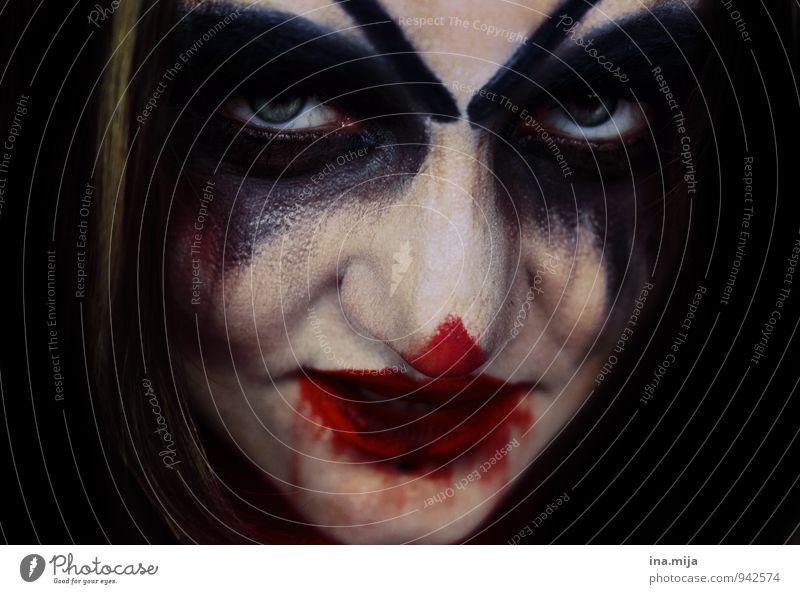 Frau als Horrorclown geschminkt Feste & Feiern Karneval Halloween Mensch feminin androgyn Gesicht 1 Aggression bedrohlich gruselig rot schwarz weiß Gefühle