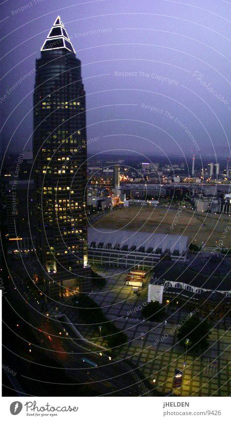 messe turm frankfurt Himmel Stadt Stil Glas Beton Hochhaus hoch modern Bank Stahl Etage historisch Frankfurt am Main Nacht