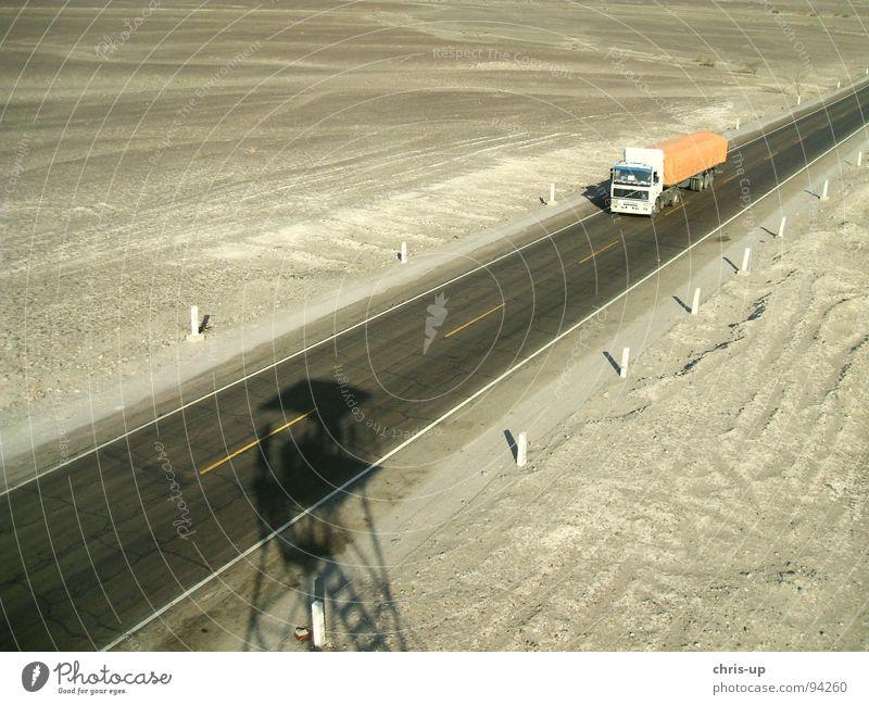Panamericana Peru Dessert Lastwagen Fernfahrer Einsamkeit Wachturm Aussichtsturm Vogelperspektive Geoglyph Paracas Ferien & Urlaub & Reisen wandern Asphalt