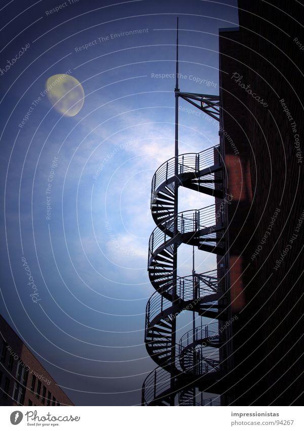 Moonshadow Himmel blau dunkel Treppe Mond mystisch Nachthimmel Himmelskörper & Weltall Hamburger Hafen Alte Speicherstadt