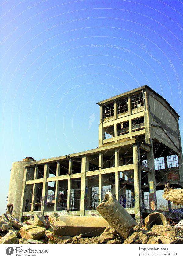 Zimmer frei Einsamkeit Stein Industrie Müll verfallen Ruine schäbig Bauschutt Geröll Itzehoe