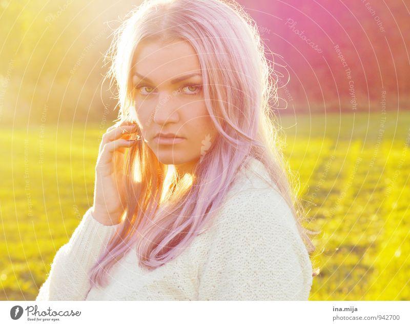 besonnen Mensch feminin Junge Frau Jugendliche Erwachsene Leben Gesicht 1 18-30 Jahre 30-45 Jahre Umwelt Natur Frühling Herbst Schönes Wetter Pullover