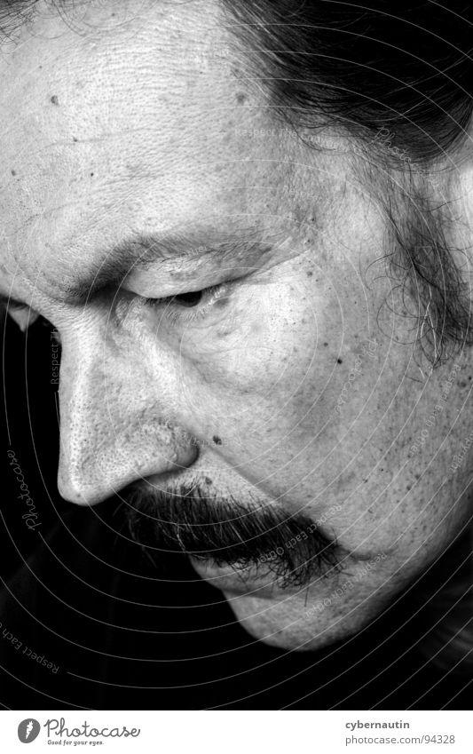 Nachdenklichkeit Mann Denken Konzentration Bart Falte sensibel Oberlippenbart