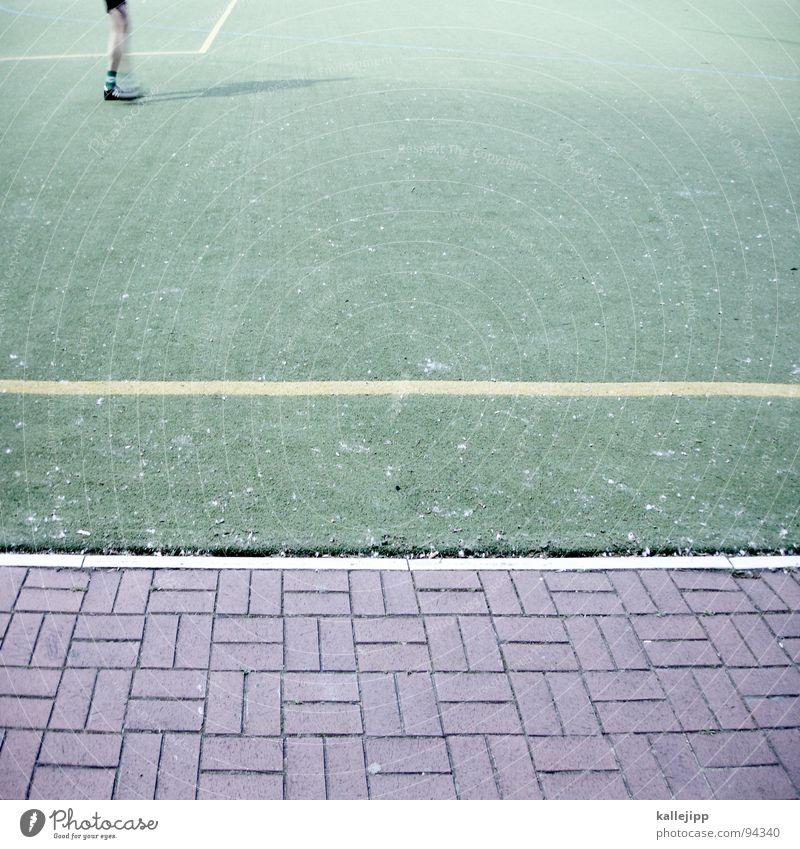 tip kick Kick Fußballplatz Flutlicht Kunstrasen Sportplatz Spielfeld Spielfeldbegrenzung Weltmeisterschaft Spielzug Spielen Verlierer Erfolg Trikot kürzen