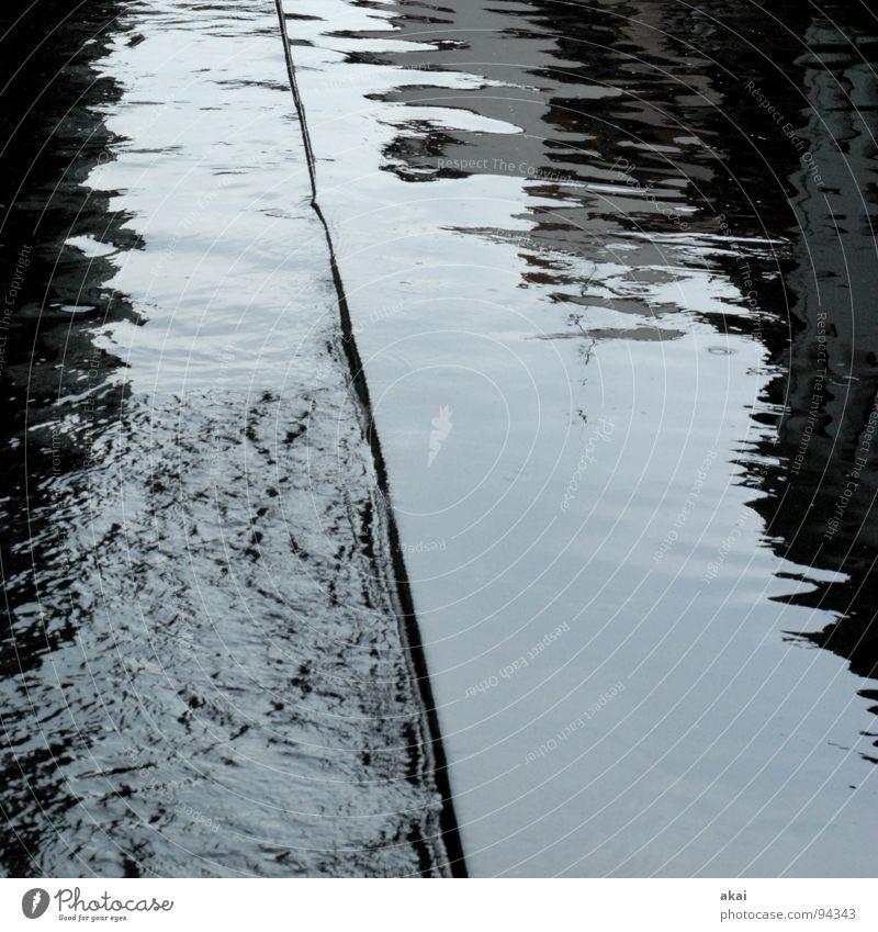 Freiburger Perspektiven 3 grau Reflexion & Spiegelung nass Fluss Bach Wasser Abwasserkanal Flußwehr Staustufe Wasseroberfläche Wasserspiegelung