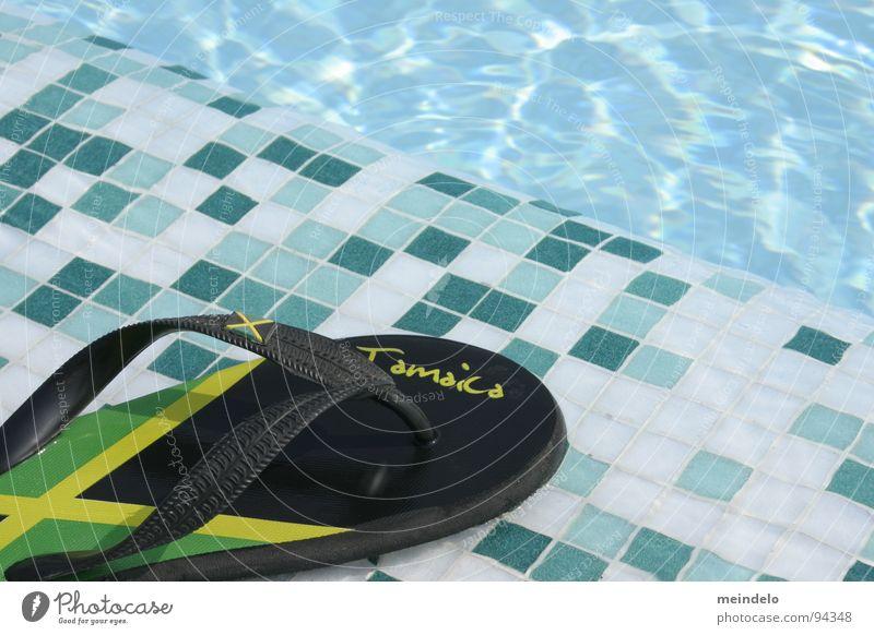 summergefühle blau Wasser grün Ferien & Urlaub & Reisen gelb Spielen Fuß Schuhe Schwimmbad Gummi Mosaik Schlaufe Jamaika