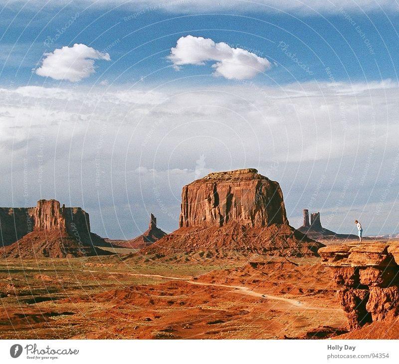 Rauchzeichen über Monument Valley Wolken rot klein 2006 Sommer Wüste USA Freiheit Himmel orange Vorsprung Felsen