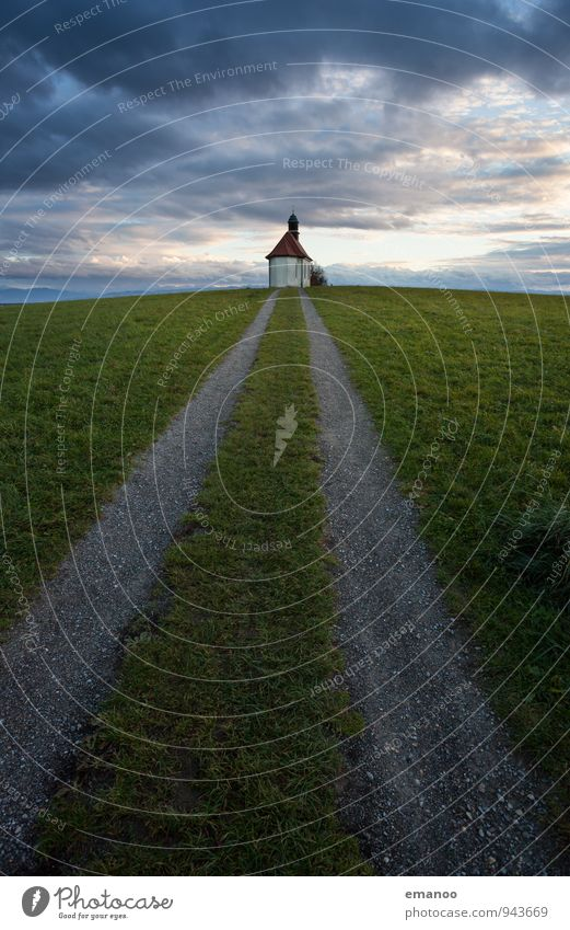Der Weg zur Kapelle Himmel Natur Ferien & Urlaub & Reisen Einsamkeit Landschaft Wolken Ferne Berge u. Gebirge Straße Wiese Gras Wege & Pfade klein Freiheit