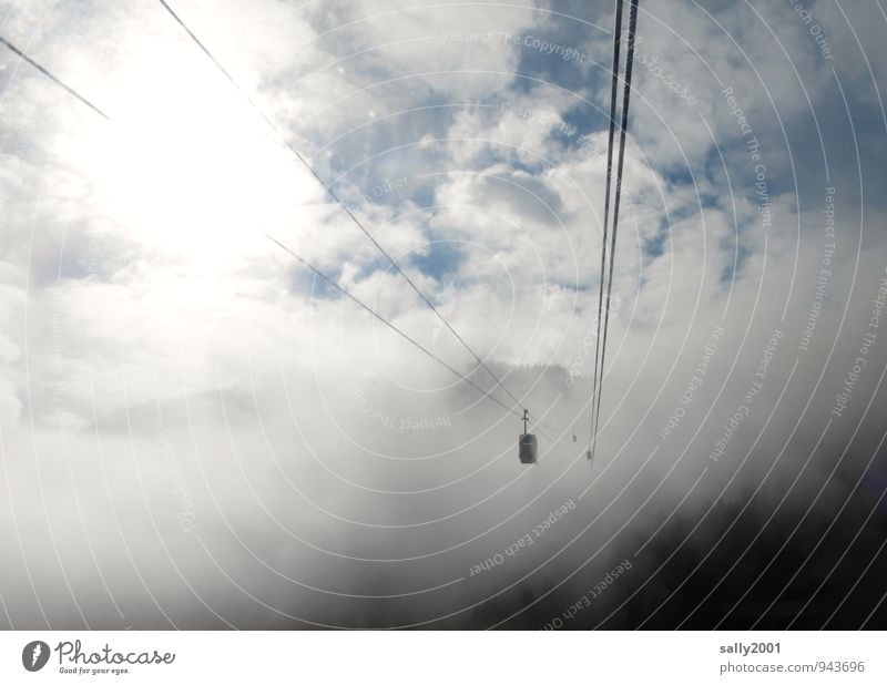 aufwärts... Ausflug Freiheit Berge u. Gebirge Himmel Wolken Sonnenlicht Nebel Alpen Seilbahn fahren fliegen hängen schaukeln wandern bedrohlich dunkel oben