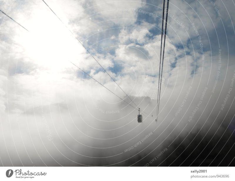 aufwärts... Himmel Wolken dunkel Wald Berge u. Gebirge grau Freiheit oben fliegen Nebel Zufriedenheit wandern Ausflug bedrohlich Seil Abenteuer