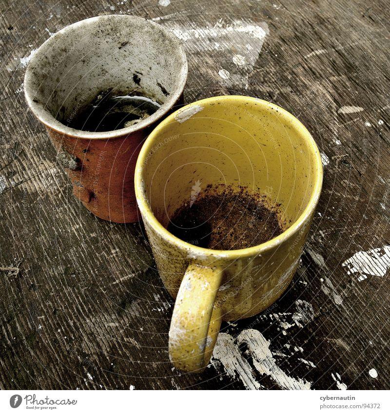 Die Maler waren da ... Becher Kaffeesatz Pinselstrich Fleck Schweinerei vergessen abgestanden kaputt Dinge Anstreicher verfallen marodiert