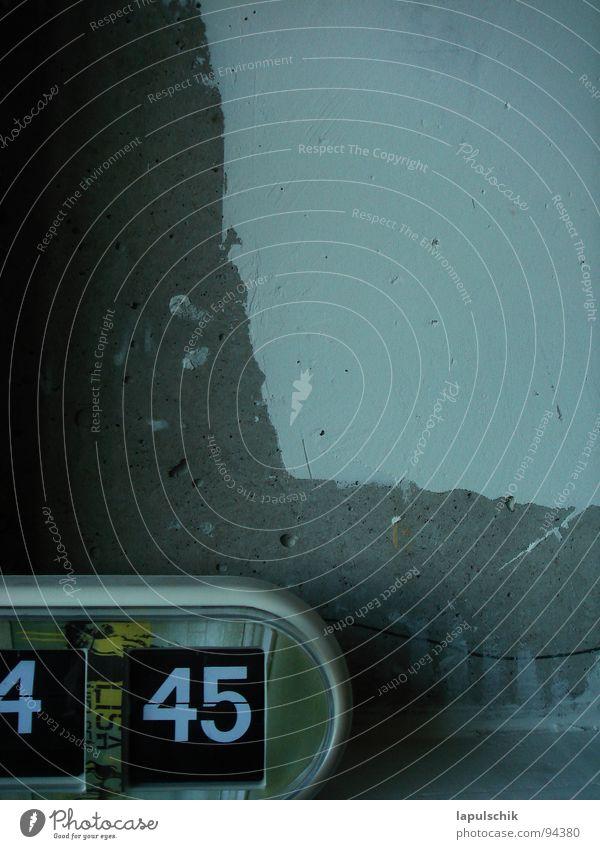 zeitlos Zeit Uhr weiß Zement Trauer Innenaufnahme Wand Radio Haushalt Elektrisches Gerät Technik & Technologie Morgen drängeln