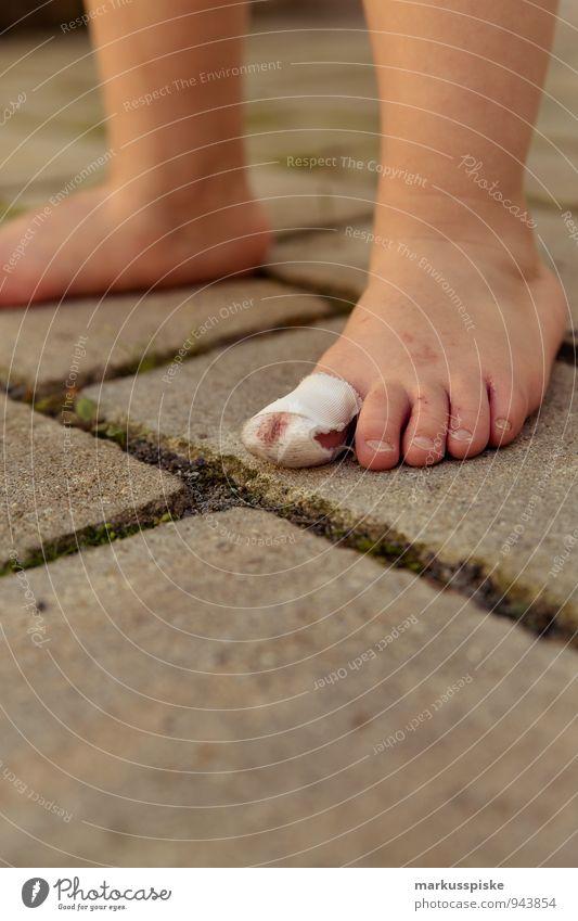 auwah Kind Ferien & Urlaub & Reisen Traurigkeit Bewegung Junge Spielen Beine Fuß maskulin Freizeit & Hobby Tourismus laufen berühren Bildung rennen Küssen