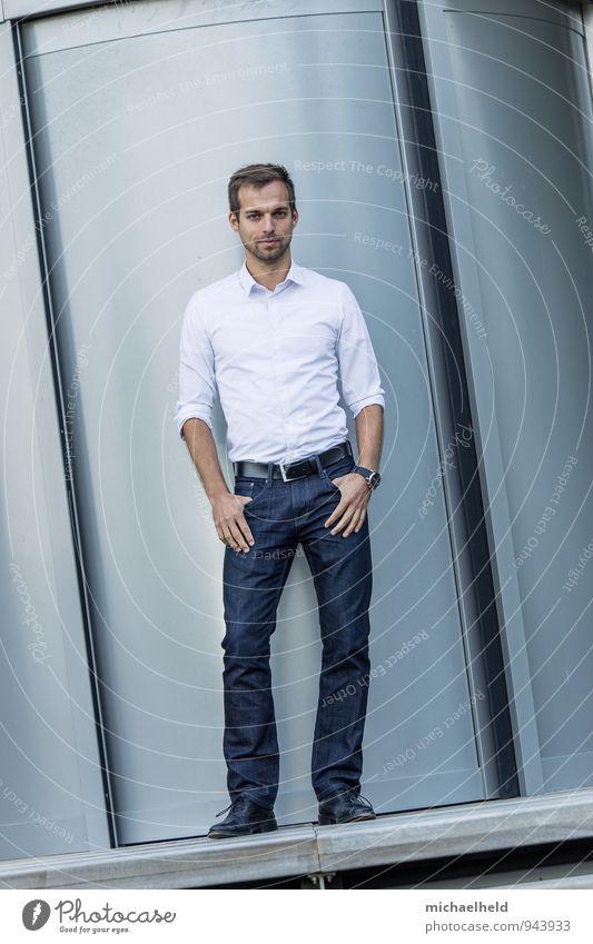 Beam me up! Mensch Jugendliche Junger Mann 18-30 Jahre kalt Erwachsene Stil Mode maskulin Business modern stehen Erfolg lernen Sauberkeit Hose