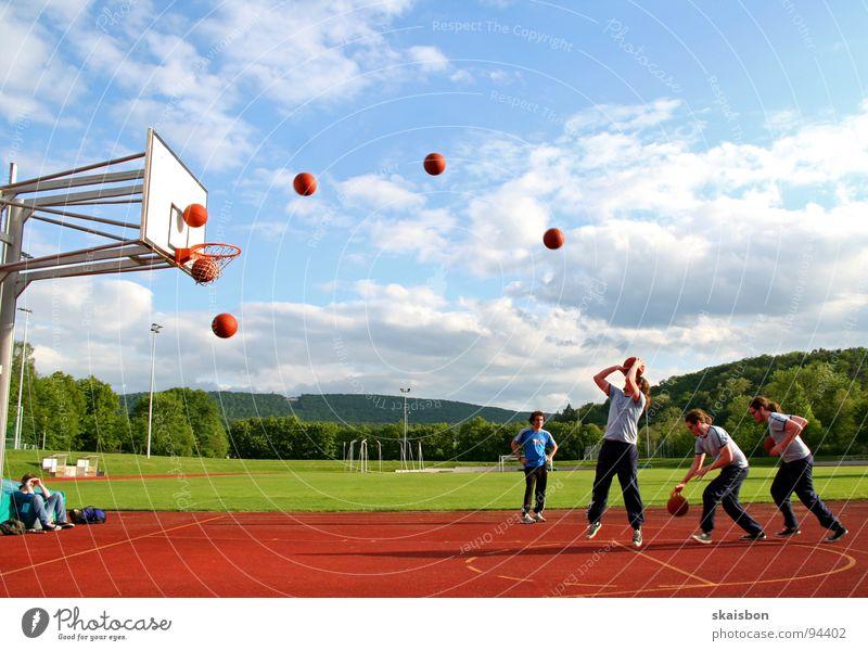 anatomie eines sprungwurfes Sport Spielen Bewegung springen Linie Feld Freizeit & Hobby laufen Erfolg Aktion Körperhaltung beobachten Schönes Wetter Punkt Reihe
