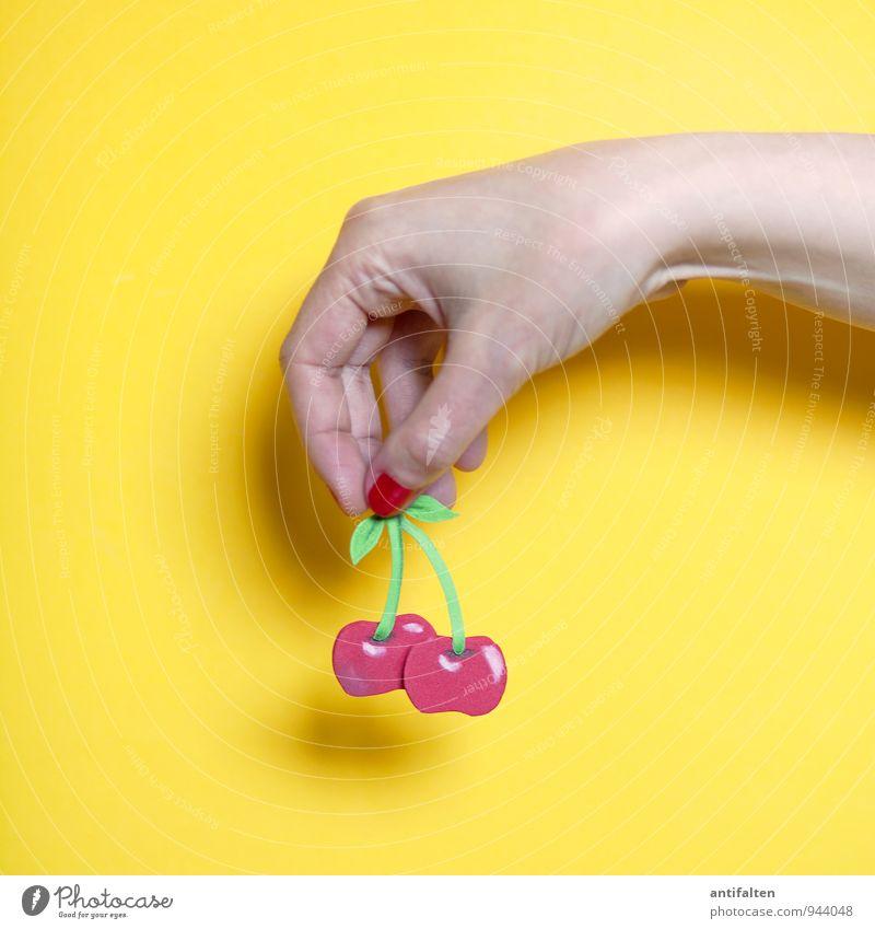 Zweifach Kirsche Lebensmittel Frucht Ernährung Essen Picknick Vegetarische Ernährung Diät Slowfood feminin Arme Hand Finger Daumen Fingernagel 1 Mensch