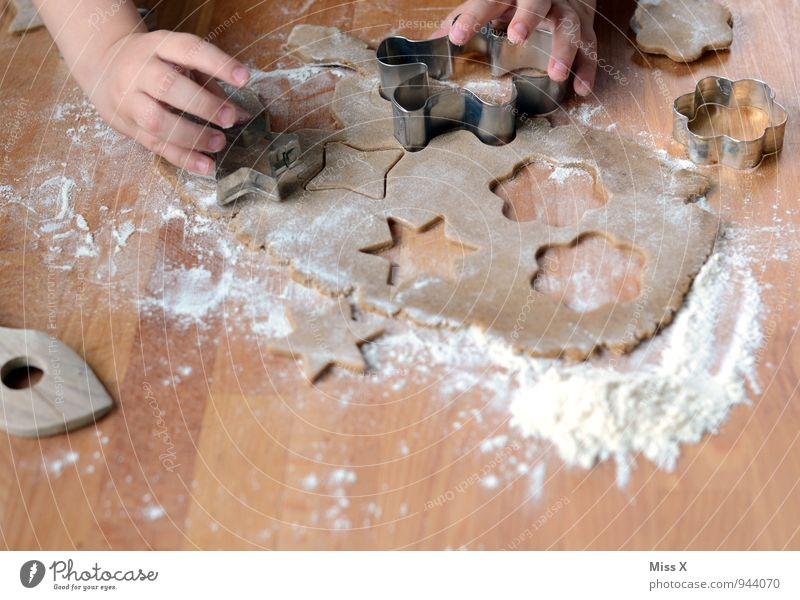 großer Plätzchentag Mensch Kind Weihnachten & Advent Hand Freude Gefühle Stimmung Lebensmittel Freizeit & Hobby Kindheit Fröhlichkeit Ernährung niedlich