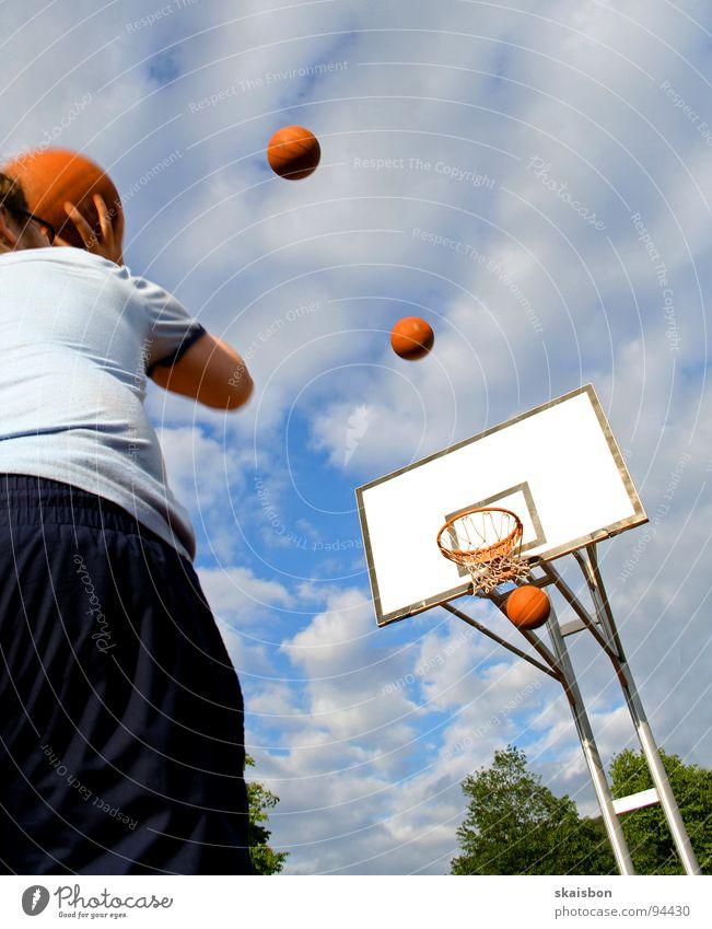 und aus dem stand Ballsport Sportplatz Korb Treffer punkten Erreichen rein Spielen stehen zielen untersuchen Reihe Konstruktion Verlauf Körperhaltung vielfach