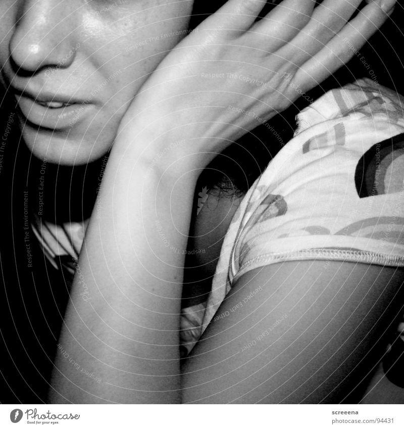XR2 Turbo Frau Hand Schulter hören Kopfhörer schwarz weiß Lippen Freude Schwarzweißfoto Nase Glück Musik