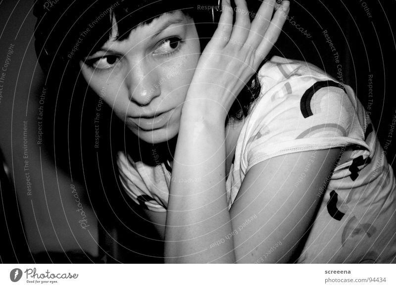 NY Lipps Frau Hand Freude Musik Glück Arme Rauchen Konzentration hören Zigarette Schulter Kopfhörer Regenbogen