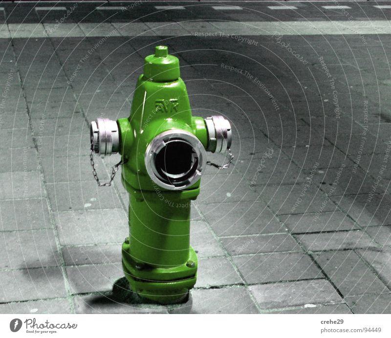 FeuerAlarm Hydrant Schlauch brennen löschen grün offen Löschwasser Versorgung Brand Löschwasserversorgung Wasser Feuerwehr gegentstand spühlung