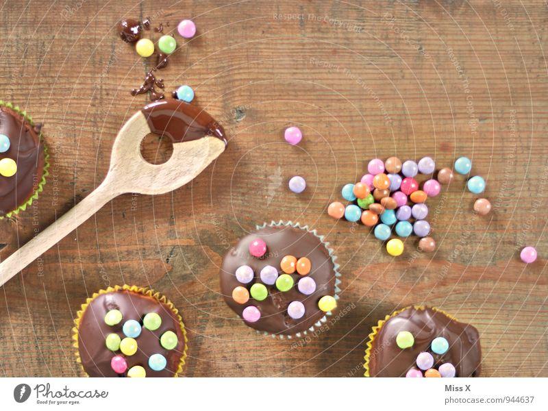Schokoparty Lebensmittel Teigwaren Backwaren Dessert Süßwaren Schokolade Ernährung Kaffeetrinken Löffel lecker süß Schokolinsen Muffin Geburtstagstorte