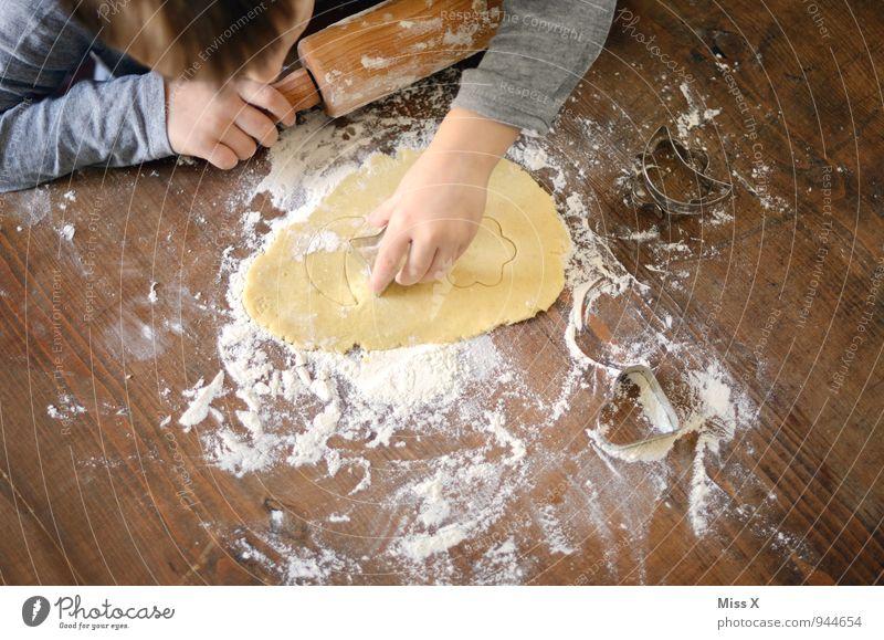 Fleißig Mensch Kind Spielen Lebensmittel Freizeit & Hobby Kindheit Ernährung Kochen & Garen & Backen süß lecker 8-13 Jahre Kleinkind Backwaren Teigwaren roh Plätzchen