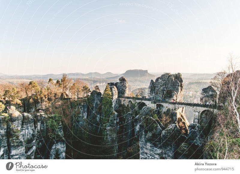 Bastei-Brücke II Himmel Natur blau grün Baum Erholung Wolken schwarz Berge u. Gebirge Frühling Wege & Pfade grau braun Felsen Zusammensein Freizeit & Hobby