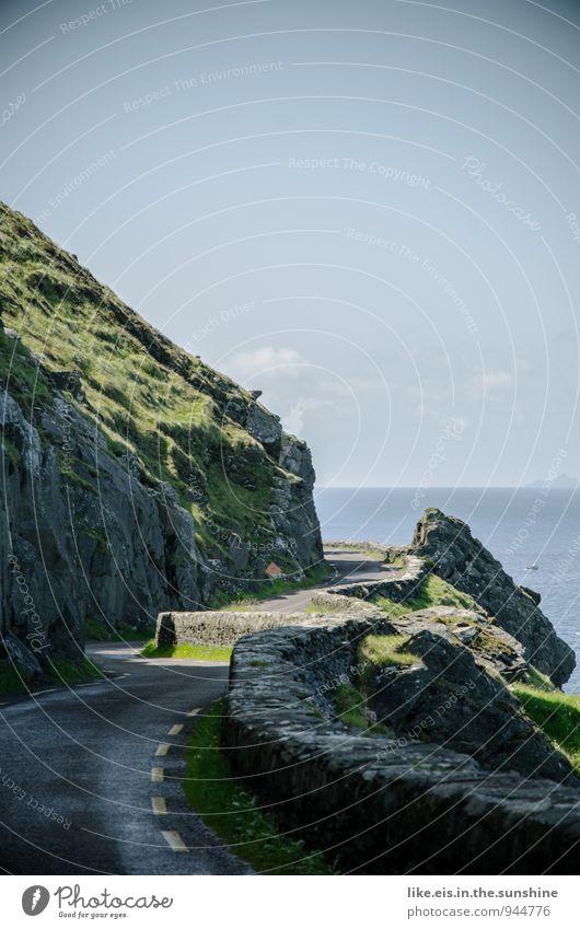 Hoffentlich kommt jetzt keiner! Natur Ferien & Urlaub & Reisen Landschaft Ferne Umwelt Straße Republik Irland Küstenstraße