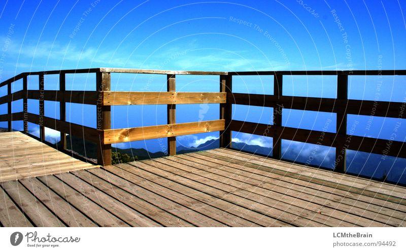 Gipfelterrasse - Sonnendeck Himmel Natur blau Freiheit Berge u. Gebirge Holz natürlich Skyline Aussicht Terrasse Portugal Holzmehl Madeira Dachterrasse