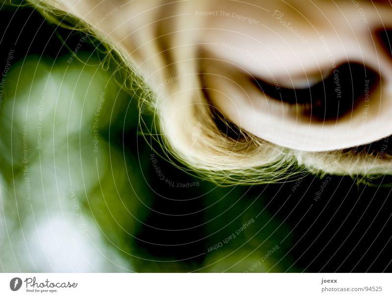Aufsicht Frau grün Auge Haare & Frisuren Kopf Angst blond beobachten Konzentration unten Kontrolle Wachsamkeit Wange Panik Wimpern Augenbraue