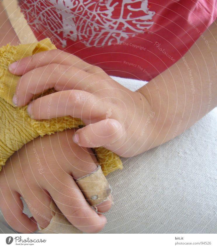 DOKTORARBEIT Kind Hand rot Glück Finger Sicherheit Schutz Schmerz Kindergarten Blut Unfall Erste Hilfe Versicherung Heftpflaster Wunde Mitgefühl
