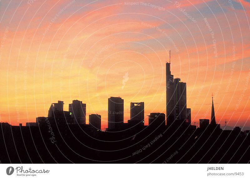 Skyline Himmel Stadt rot Wolken schwarz gelb Architektur Stil Horizont gold Glas groß Beton modern Hochhaus Erfolg