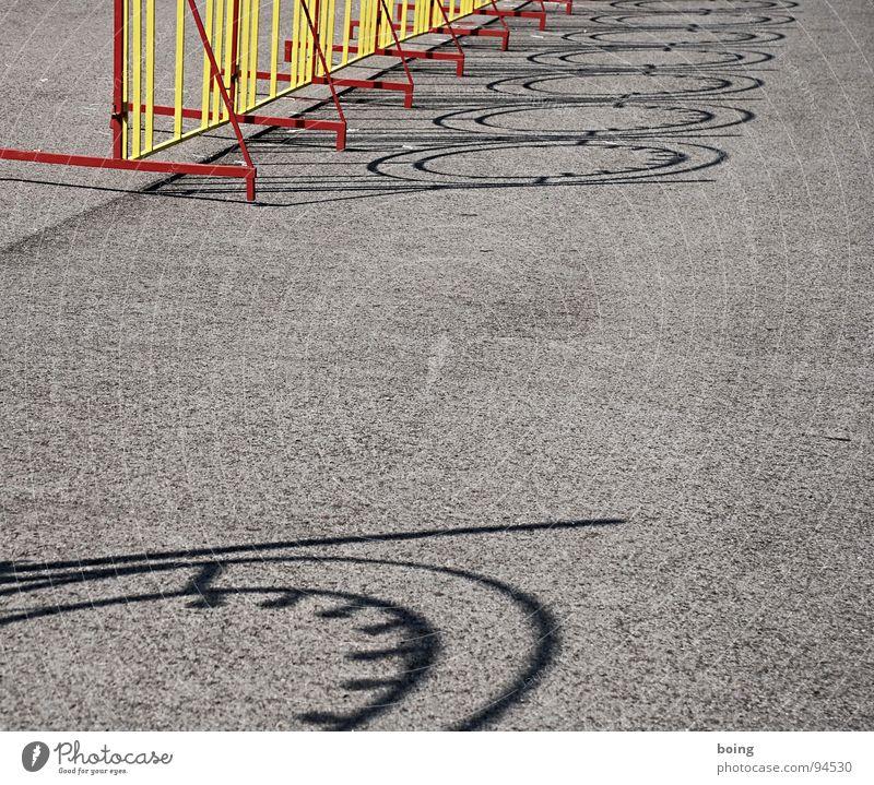 Demos vor dem Zaun wieder verboten Lichterkette Gitter einsperren aussperren Luft Pferch Zirkus Kunst Kultur Sicherheit Funsport 14 Kilometer Spezialzaun
