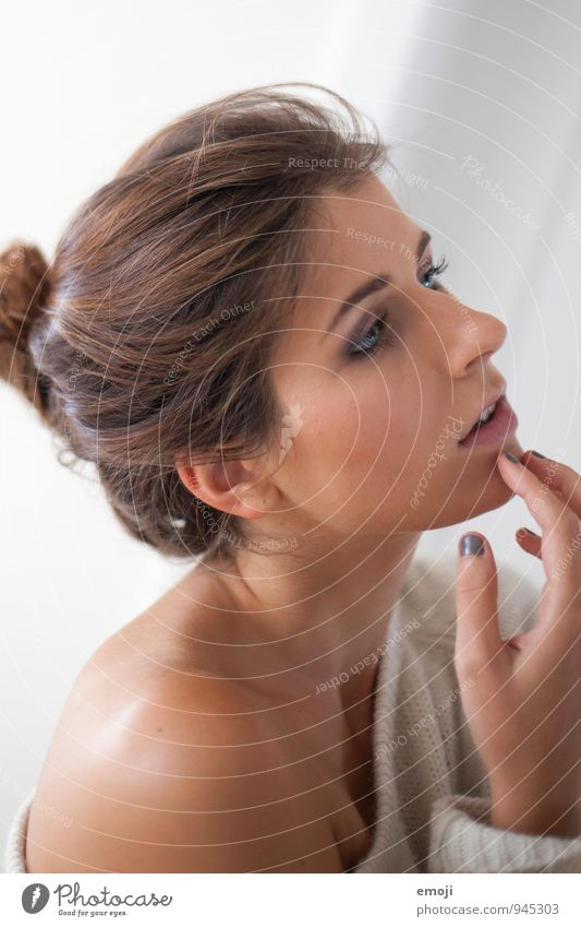 Winter feminin Junge Frau Jugendliche Haut Kopf Gesicht 1 Mensch 18-30 Jahre Erwachsene schön natürlich Farbfoto Innenaufnahme Tag Schwache Tiefenschärfe Profil
